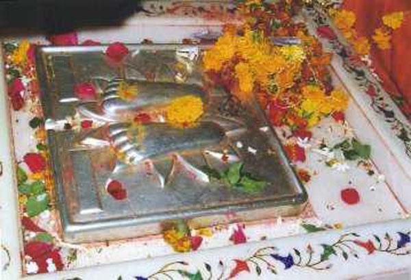 http://www.liveindia.com/sai/a9c.jpg